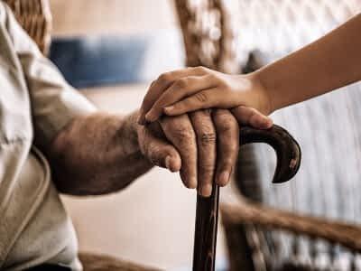 La importancia de visitar a los abuelos frecuentemente